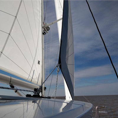 Innovative line management on the hardtop for improved sail trim